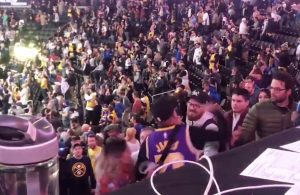 Fans get into fight at Lakers game
