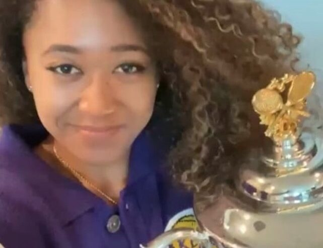 Naomi Osaka wears Lakers gear